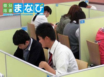 個別指導まなびプラス百舌鳥教室(堺市北区近く)のアルバイト風景