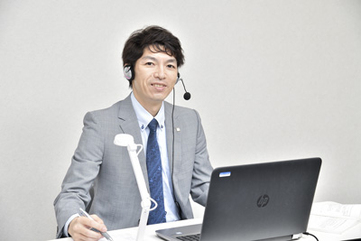名門会オンライン(関西)オンライン家庭教師(大阪駅近く)のアルバイト風景